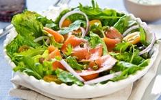 Salade de pommes de terre aux poissons fumés